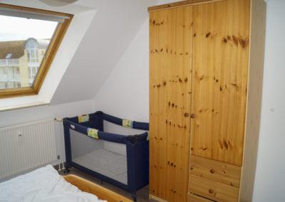 Schlafzimmer Kinderbett Kleiderschrank